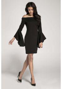 Nommo - Czarna Ołówkowa Krótka Sukienka Asymetryczną Falbanką. Kolor: czarny. Materiał: wiskoza, poliester. Typ sukienki: asymetryczne, ołówkowe. Długość: mini
