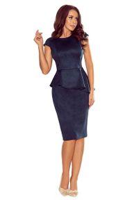 Numoco - Elegancka Ołówkowa Sukienka Midi z Asymetryczną Baskinką - Granatowa. Kolor: niebieski. Materiał: poliester, elastan. Typ sukienki: baskinki, ołówkowe, asymetryczne. Styl: elegancki. Długość: midi