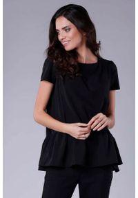 Nommo - Czarna Kobieca Oversizowa Bluzka Wykończona Falbanką. Kolor: czarny. Materiał: wiskoza, poliester