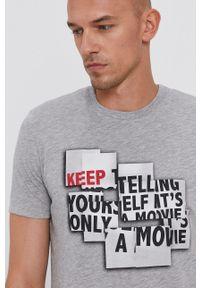 Sisley - T-shirt bawełniany. Okazja: na co dzień. Kolor: szary. Materiał: bawełna. Wzór: nadruk. Styl: casual