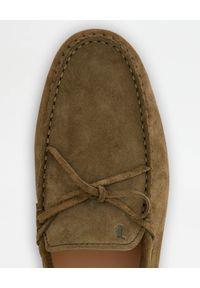 TOD'S - Zamszowe mokasyny Gommino City. Nosek buta: okrągły. Kolor: brązowy. Materiał: zamsz #3