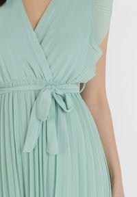 Born2be - Miętowa Sukienka Tryxnessa. Kolor: miętowy. Materiał: tkanina, wiskoza. Długość: midi