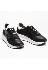Guess Sneakersy Made FM5RUN LEA12 Czarny. Kolor: czarny. Sport: bieganie