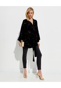 ICON - Czarne kimono z jedwabiu Desert. Kolor: czarny. Materiał: jedwab. Wzór: kwiaty, aplikacja