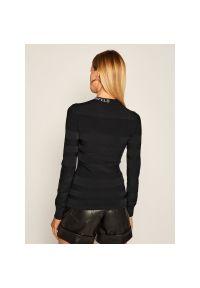 Czarny sweter Karl Lagerfeld z dekoltem karo