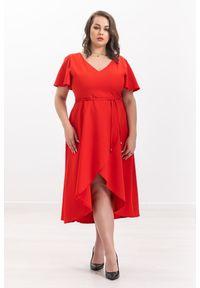 Czerwona sukienka Moda Size Plus Iwanek casualowa, z dekoltem w serek