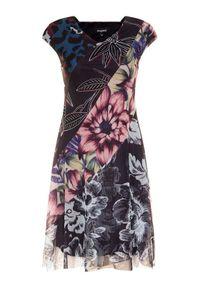 Sukienka Desigual prosta, na co dzień, w kolorowe wzory