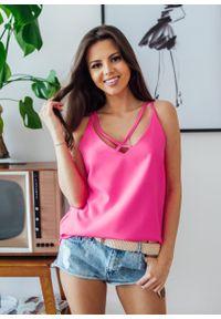 Różowa bluzka Fanaberia.com w kolorowe wzory, na spacer