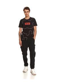 TOP SECRET - T-shirt z nadrukiem. Okazja: na co dzień. Kolor: czarny. Materiał: bawełna, tkanina. Długość rękawa: krótki rękaw. Długość: krótkie. Wzór: nadruk. Sezon: jesień. Styl: casual