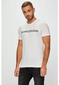 Calvin Klein Jeans - T-shirt. Okazja: na co dzień. Kolor: biały. Materiał: dzianina. Styl: casual