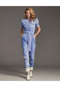 RETROFETE - Jeansowy kombinezon tie-dye Lia. Kolor: różowy, fioletowy, wielokolorowy. Materiał: jeans. Długość: długie