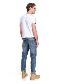 TOP SECRET - Spodnie denim regular fit. Okazja: na co dzień. Kolor: niebieski. Materiał: denim. Sezon: jesień, zima. Styl: sportowy, casual, klasyczny