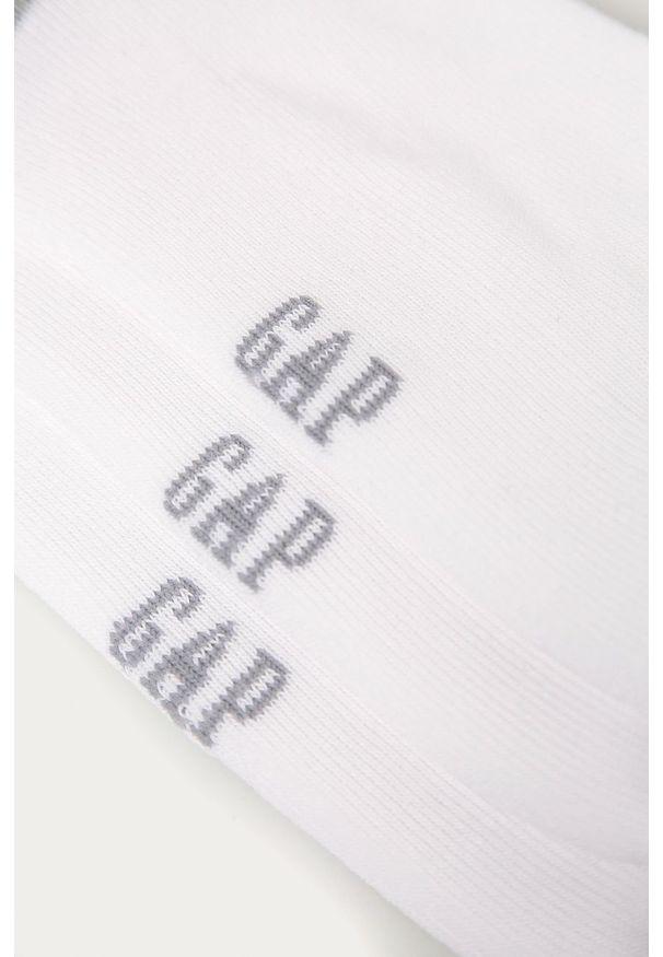 Białe skarpetki GAP z nadrukiem