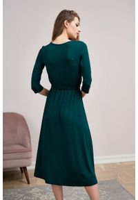 Marie Zélie - Sukienka Rita butelkowa zieleń mikromodal. Typ kołnierza: dekolt kopertowy. Materiał: wiskoza, dzianina, elastan, włókno, skóra. Długość rękawa: krótki rękaw. Typ sukienki: proste, kopertowe #8