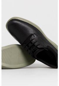 Camper - Półbuty skórzane Bill. Nosek buta: okrągły. Zapięcie: sznurówki. Kolor: czarny. Materiał: skóra