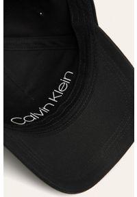 Czarna czapka z daszkiem Calvin Klein gładkie