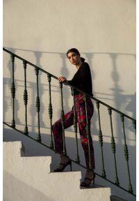 MOE - Eleganckie Spodnie Cygaretki w Kwiaty - Model 2. Materiał: poliester, elastan. Wzór: kwiaty. Styl: elegancki