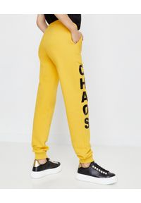 CHAOS BY MARTA BOLIGLOVA - Spodnie dresowe z logo Bree. Kolor: żółty. Materiał: dresówka. Wzór: nadruk