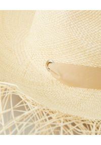 SENSI STUDIO - Beżowy kapelusz z wstążką. Kolor: beżowy. Wzór: aplikacja. Sezon: lato