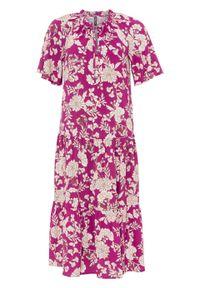 Sukienka z rękawami motylkowymi bonprix fuksja w kwiaty. Kolor: różowy. Wzór: kwiaty