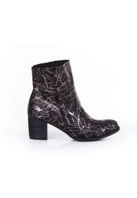 Srebrne botki Zapato wąskie, z cholewką za kostkę, w kolorowe wzory, bez zapięcia