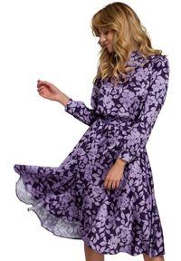 Sukienka rozkloszowana, ze stójką
