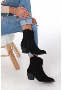 Casu - czarne botki kowbojki na niskim obcasie casu da192x4/bm. Nosek buta: okrągły. Zapięcie: zamek. Kolor: czarny. Szerokość cholewki: normalna. Obcas: na obcasie. Wysokość obcasa: niski