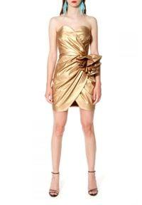 AGGI - Złota sukienka bez ramiączek Alessandra. Typ kołnierza: typu klepsydra. Kolor: złoty. Materiał: bawełna. Długość rękawa: bez ramiączek. Typ sukienki: z odkrytymi ramionami