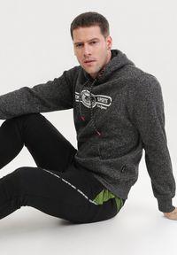Born2be - Czarno-Zielone Spodnie Dresowe Sharlea. Kolor: czarny. Materiał: dresówka. Wzór: napisy, aplikacja