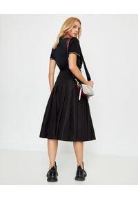 MONCLER - Czarna spódnica z plisami. Kolor: czarny. Materiał: materiał