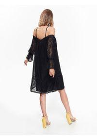 TOP SECRET - Elegancka sukienka koronkowa z odkrytymi ramionami. Kolor: czarny. Materiał: koronka. Długość rękawa: na ramiączkach. Sezon: lato, wiosna. Typ sukienki: z odkrytymi ramionami. Styl: elegancki