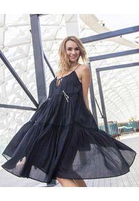 SCARLETT POPPIES - Czarna sukienka midi Ticket To Paradise. Kolor: czarny. Materiał: bawełna. Długość rękawa: na ramiączkach. Wzór: aplikacja. Długość: midi