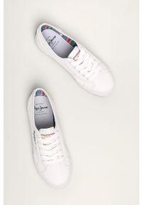 Białe tenisówki Pepe Jeans z cholewką, z okrągłym noskiem, na sznurówki, na średnim obcasie