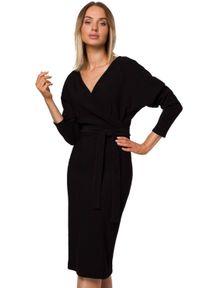 MOE - Elegancka dzianinowa sukienka z kopertową luźną górą. Materiał: dzianina. Typ sukienki: kopertowe. Styl: elegancki. Długość: midi