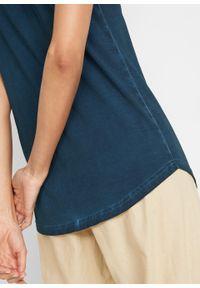 """Długi top bawełniany z efektem """"cold dye"""" z koronkową wstawką bonprix ciemnoniebieski. Kolor: niebieski. Materiał: koronka, bawełna. Długość: długie"""