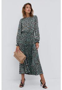 Nissa - NISSA - Sukienka. Kolor: zielony. Materiał: tkanina. Długość rękawa: długi rękaw. Typ sukienki: plisowane, rozkloszowane