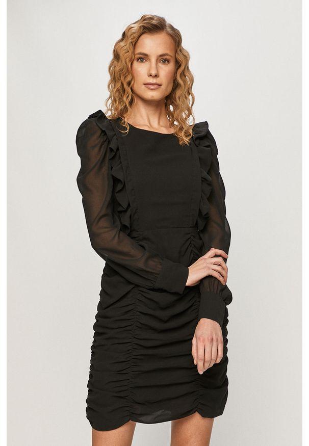 Czarna sukienka Pieces mini, dopasowana
