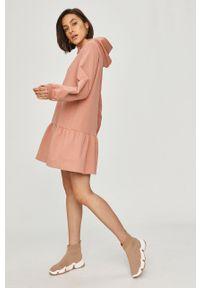 Różowa sukienka Answear Lab raglanowy rękaw, gładkie, wakacyjna