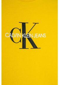 Żółty t-shirt Calvin Klein Jeans na co dzień, z okrągłym kołnierzem