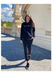 Susan Sport x Kuba Wojewódzki - Czarne spodnie dresowe Susan Sport. Kolor: czarny. Materiał: dresówka