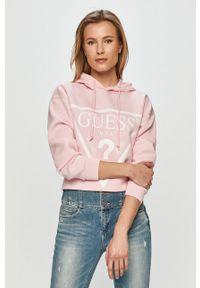 Różowa bluza Guess z długim rękawem, z kapturem, z nadrukiem, na co dzień