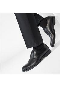 vagabond - Półbuty VAGABOND - Harvey 4663-401-20 Black. Kolor: czarny. Materiał: skóra. Szerokość cholewki: normalna. Styl: wizytowy, klasyczny