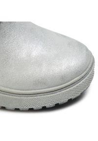 Xti - Kozaki XTI - 55853 Silver. Wysokość cholewki: przed kolano. Kolor: srebrny. Materiał: materiał. Szerokość cholewki: normalna. Wzór: aplikacja