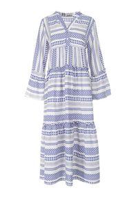 Born2be - Biało-Niebieska Sukienka Theamessei. Typ kołnierza: kołnierzyk stójkowy. Kolor: biały. Wzór: geometria, aplikacja. Styl: boho. Długość: maxi