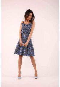 Niebieska sukienka boho Nommo na ramiączkach, w kwiaty, z falbankami