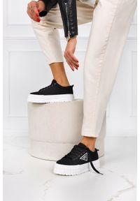 Casu - Czarne trampki creepersy na platformie buty sportowe sznurowane casu la134p. Kolor: czarny. Obcas: na platformie. Styl: sportowy