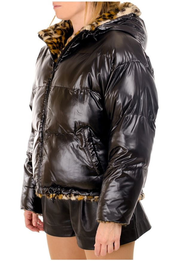 TwinSet - Dwustronna kurtka bomberka Twinset (Outlet). Typ kołnierza: kaptur. Kolor: czarny. Materiał: puch, poliester. Długość rękawa: długi rękaw. Długość: długie. Wzór: nadruk
