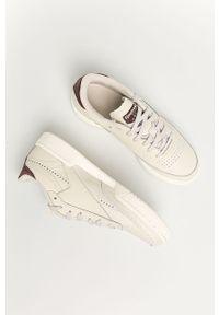 Kremowe buty sportowe Reebok Classic Reebok Classic, z okrągłym noskiem, z cholewką