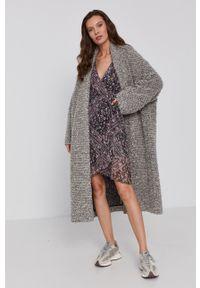 Pepe Jeans - Sukienka Kimberly. Materiał: tkanina. Długość rękawa: długi rękaw. Typ sukienki: asymetryczne