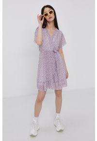 Haily's - Sukienka. Okazja: na co dzień. Kolor: fioletowy. Długość rękawa: krótki rękaw. Typ sukienki: proste. Styl: casual